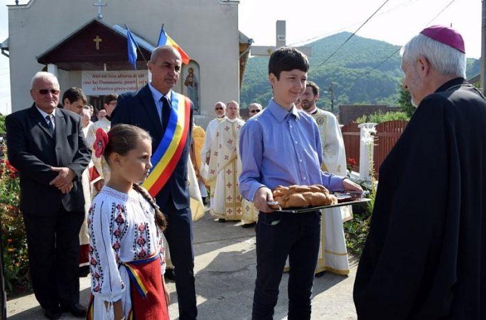 PS Florentin Crihălmeanu, la biserica parohială din Cășeiu