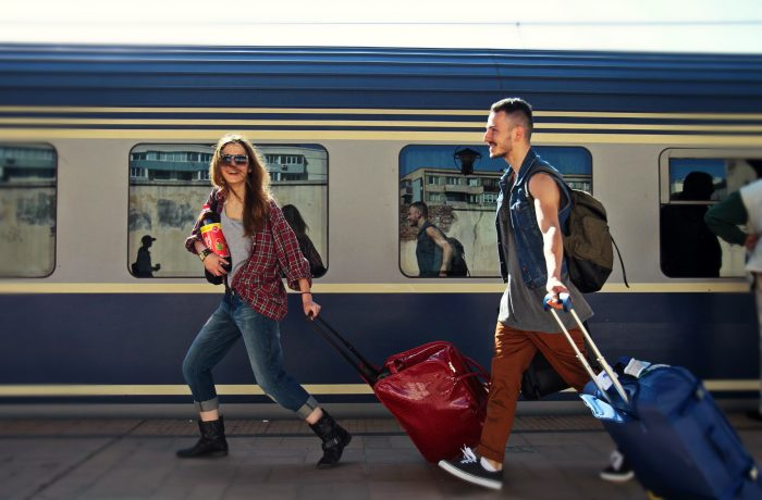 Studenții repetenți sau cei cu restanțe pot  pierde gratuitatea pe tren
