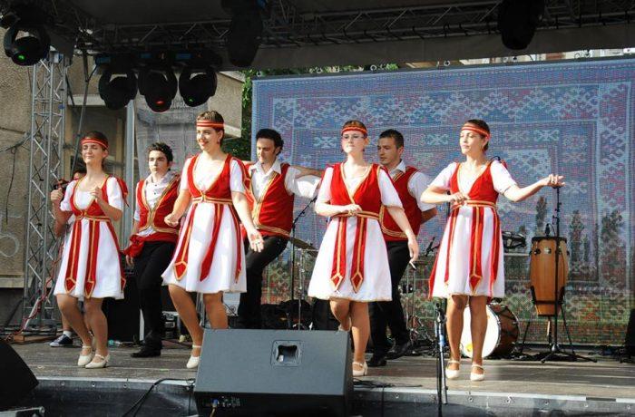 """Gherlenii au dansat în București, pe """"Strada Armenească"""""""