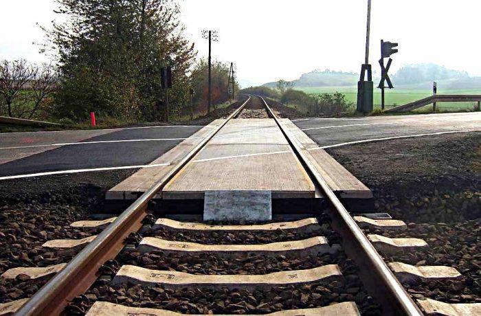 Semnalizare cu semibariere la trecerea de cale ferată din zona  OMV