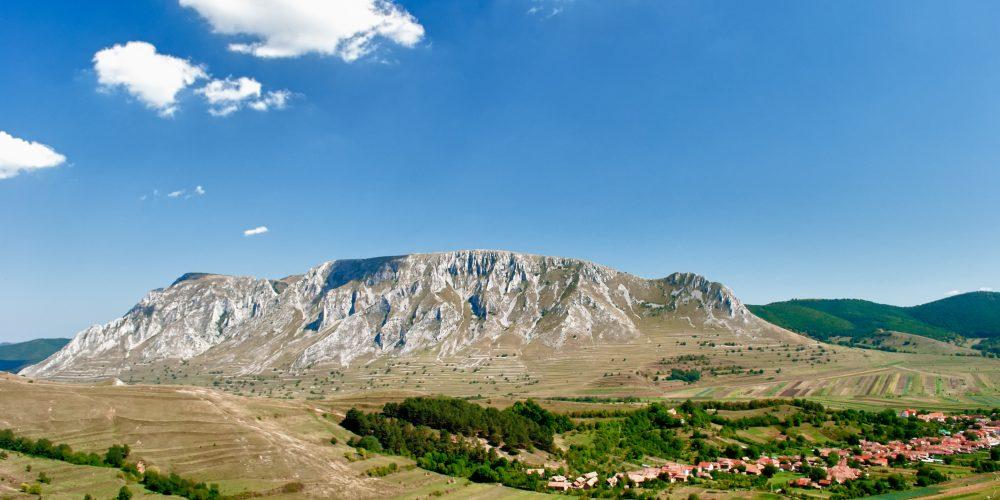 De văzut: Rimetea, satul alb, în care soarele răsare de două ori!