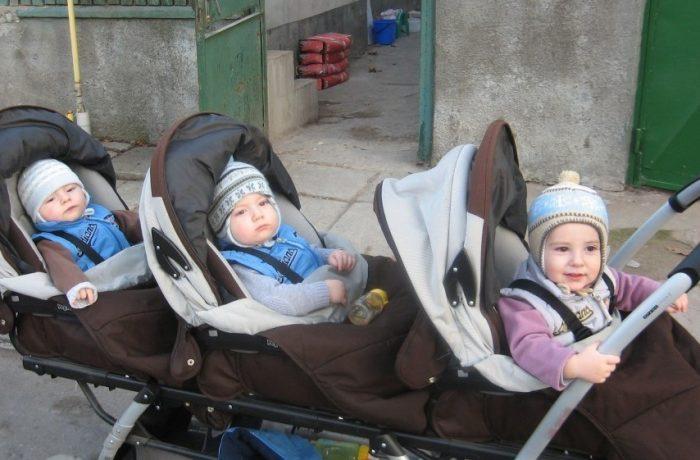 Scade vârsta de pensionare pentru mamele care au mai mult de trei copii