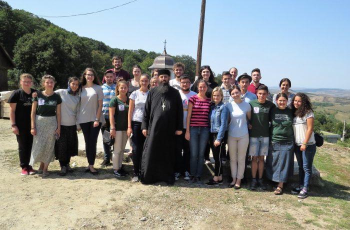 """Tabăra de tineret """"Tradiție și noutate"""", la Mănăstirea Nicula"""