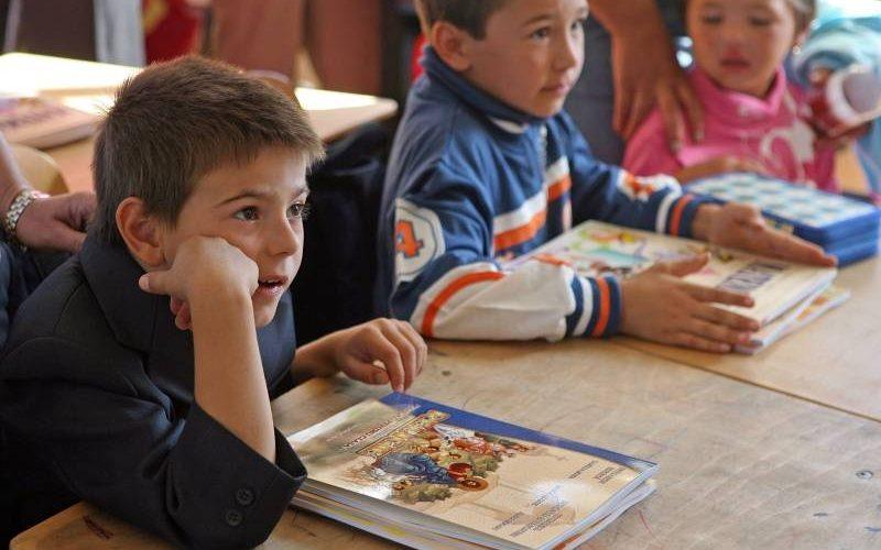 Ministrul Educației: Materialele auxiliare pentru elevi şi profesori nu mai sunt valabile!