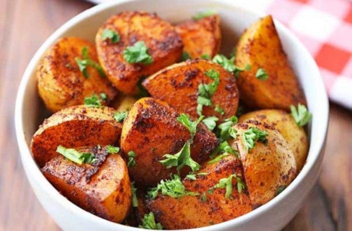 Cartofi la cuptor,  aromați cu paprika (rețetă ardelenească)