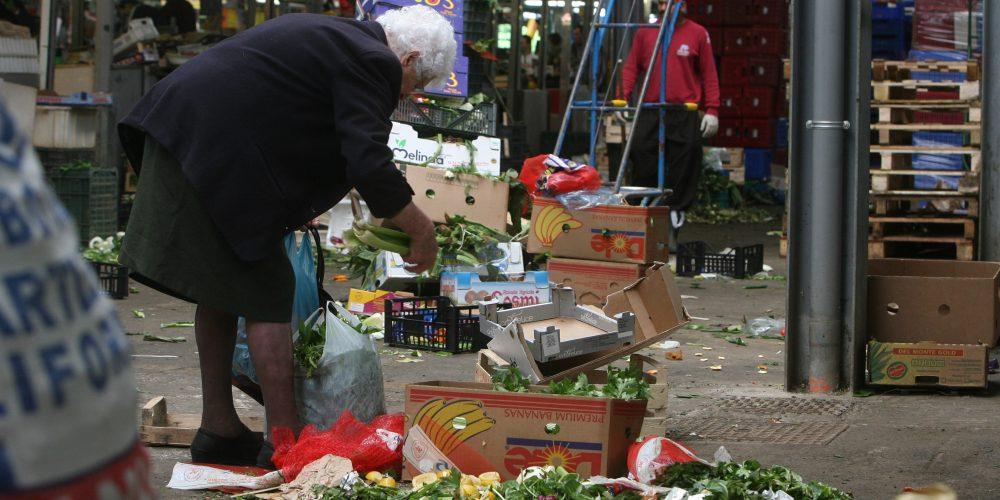 """Românii cu pensia minimă devin """"un fel de asistați social"""""""