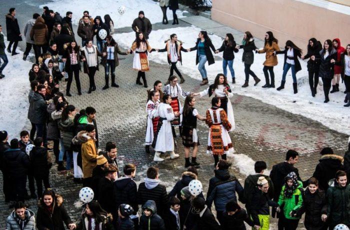 """Ziua Națională a României, sărbătorită la Colegiul """"Andrei Mureșanu"""""""