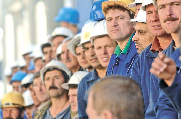 Se renegociază contractele de muncă. Patronii au termen o lună pentru negocieri colective