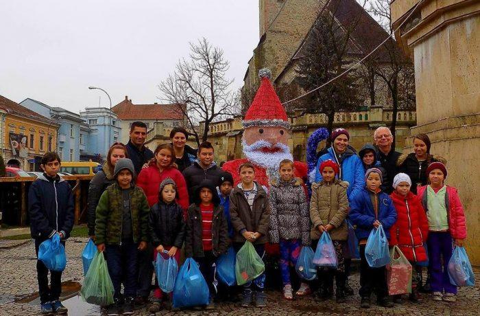 Moș Nicolae a sosit deja, la 17 elevi din comuna Mica