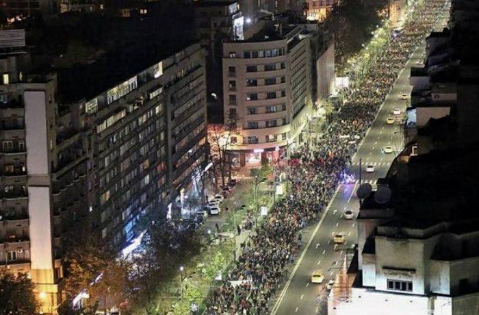 Proteste în țară față de proiectul de modificare a Legilor Justiției – mii de persoane în stradă