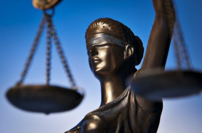 Iohannis a sesizat CCR în legătură cu modificarea Legii privind statutul deputaţilor şi senatorilor