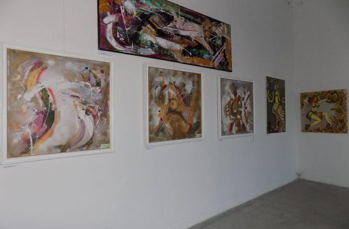 """""""Contraste și armonii"""" pe simezele Galeriei de Artă Dej"""