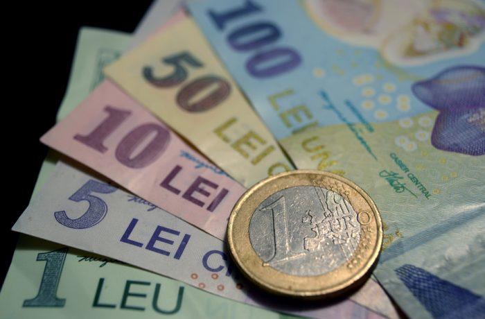 Parlamentarii câștigă în plus, alegătorii vin cu bani de acasă!