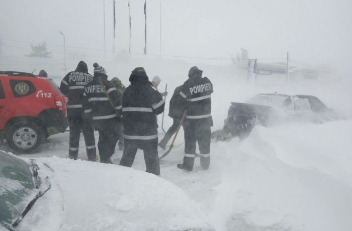 Autoritățile în alertă, pompierii la datorie!