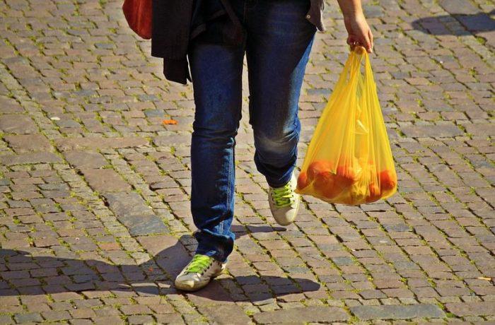 Pungile din plastic subțire,  interzise în România