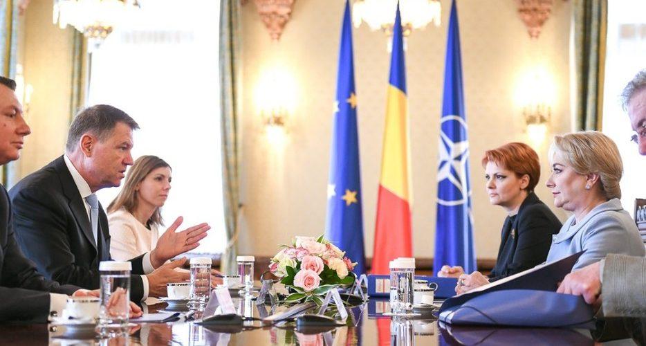 """Iohannis cere Guvernului să renunţe la """"caruselul modificărilor salariale"""""""