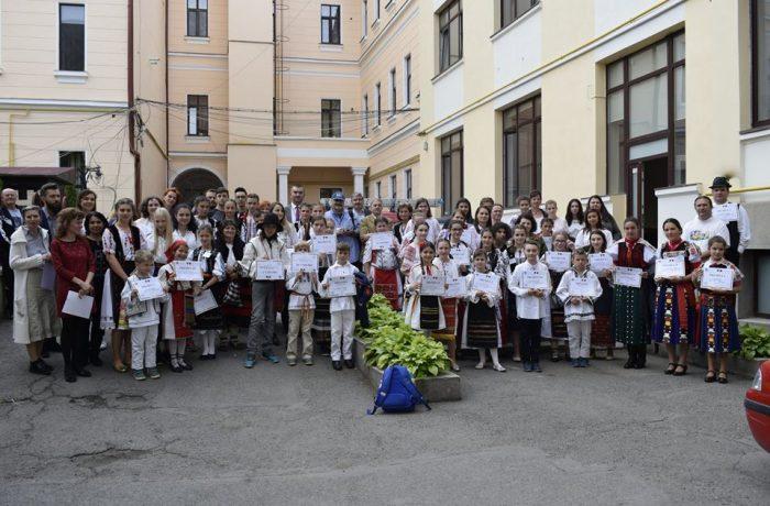"""Premii, peste premii, pentru elevii Clubului Copiilor și  școlilor dejene, la Olimpiada """"Meșteșuguri artistice tradiționale"""""""