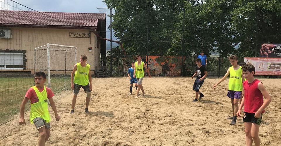 Fotbal pe nisip pentru juniori, în comuna Mica