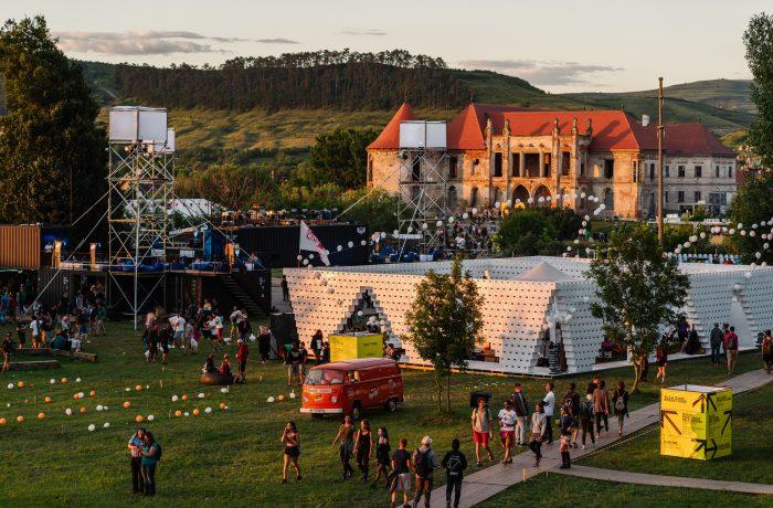 Cu trenul la Festivalul Electric Castle!