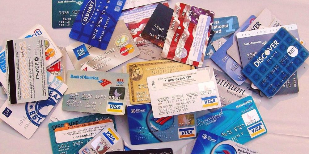 Rata de creştere a plăţilor cu cardul a ajuns la aproximativ 37%