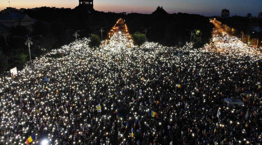 România Centenară, între mitingul diaporei și mitingul huliganilor