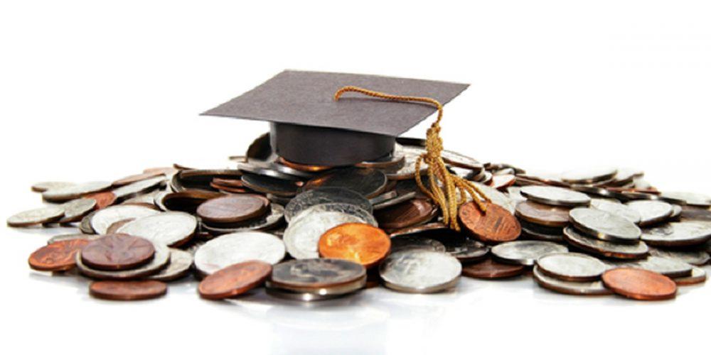 Burse de 2.000 de lei pe semestru, pentru elevii din familii cu venituri mici, dacă nu au mai mult de 10 absențe
