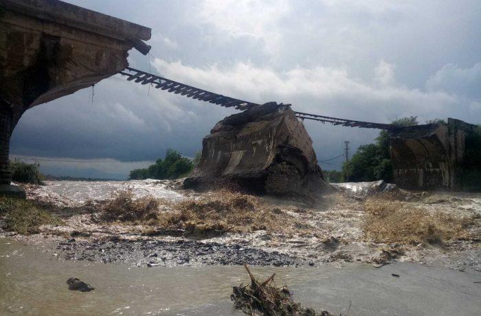 Podurile care stau să cadă