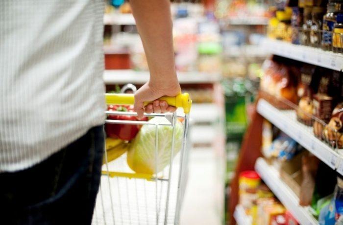 Studiu: Ce alimente şi servicii s-au scumpit în această vară