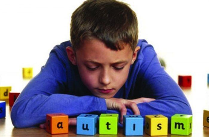 """Turneu educaţional  """"Refracție. Dialoguri despre autism"""""""