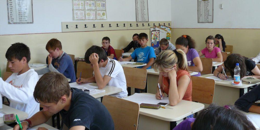 Învățământul obligatoriu prelungit. Decât șomer, mai bine elev!
