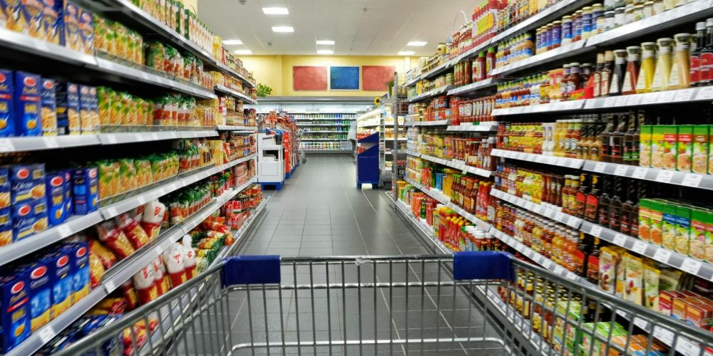 Proiect de lege: hipermarketurile, motivate să doneze alimente