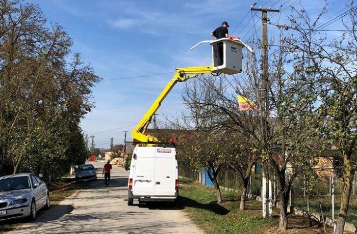 Se eficientizează iluminatul public în comuna Mica