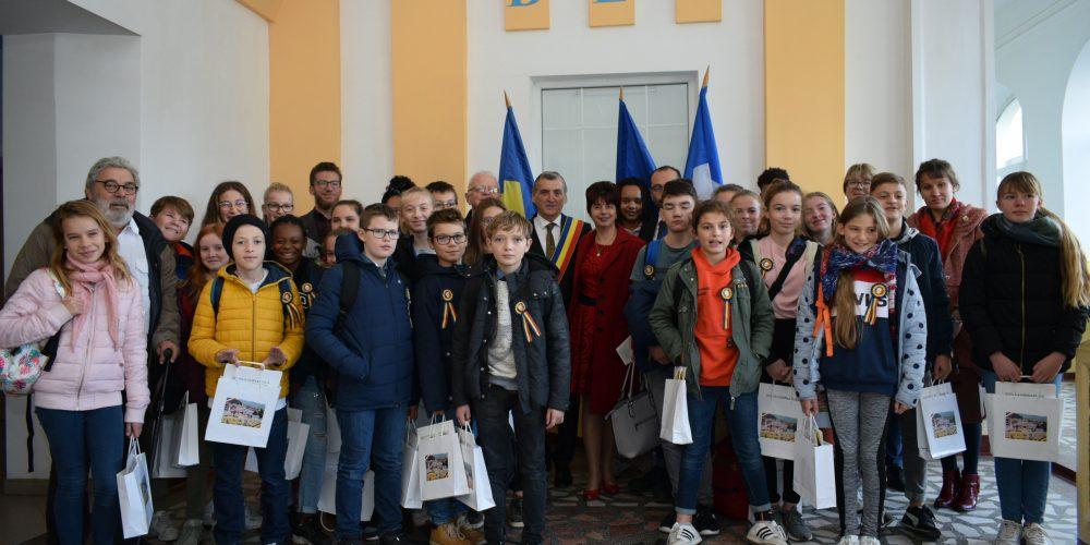 """Parteneriat educațional  între Școala  """"Mihai Eminescu"""" din Dej și Colegiul """"Saint Esprit"""" din Beauvais, Franța"""