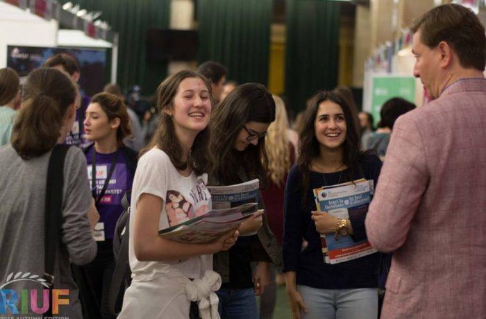Universităţi din nouă ţări şi-au prezentat oferta educaţională la târgul RIUF Cluj