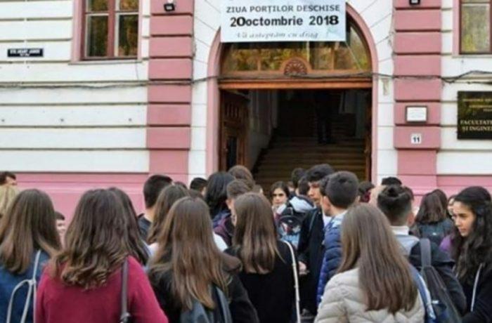 """Elevi ai Școlii """"A. Iancu"""" în vizită la Facultatea de Chimie a UBB"""