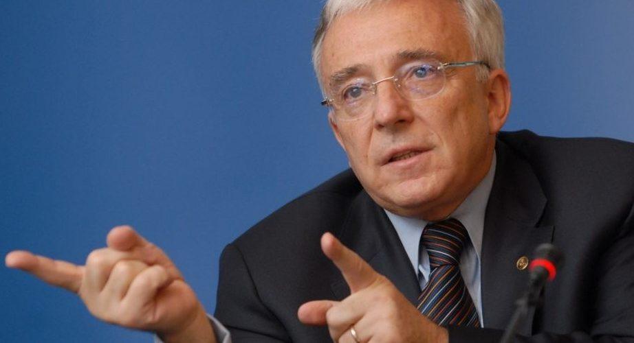 Isărescu: Salariile ar trebui să crească prin forţa pieţei, nu să fie majorate de către politicieni