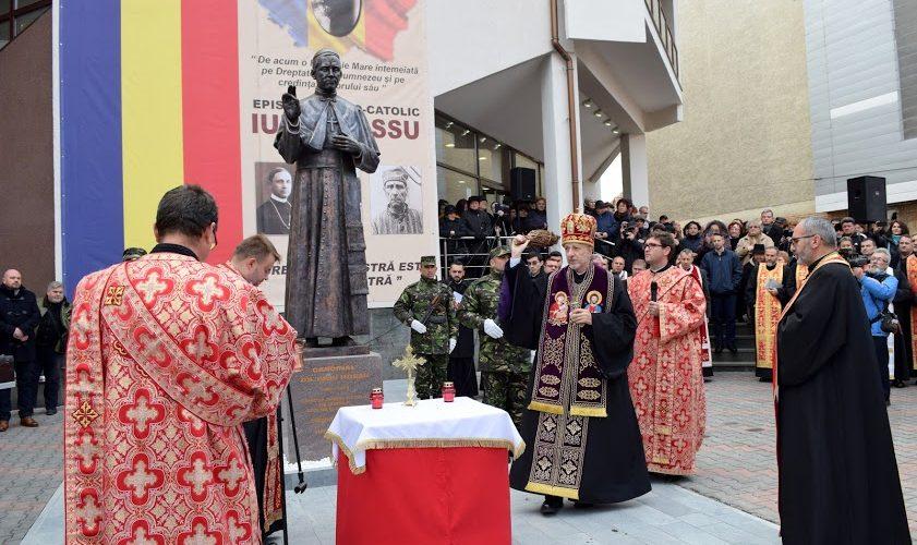 O statuie a Cardinalului Iuliu Hossu, binecuvântată la Bistrița
