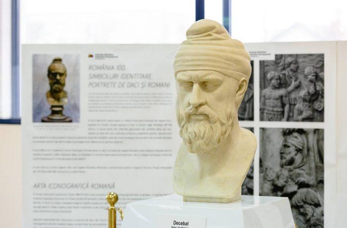 Bustul regelui Decebal, dezvelit în Aeroportul Internaţional  din Cluj