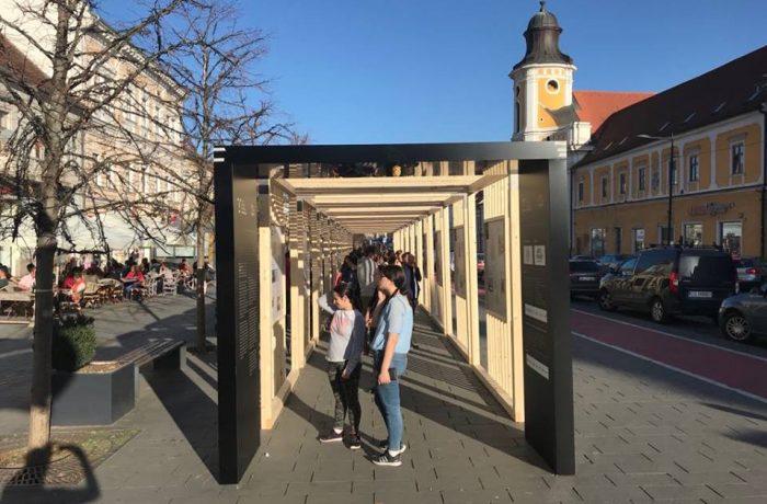 """Cluj: """"10 x 10 – Zece decenii de România în o sută de imagini"""""""