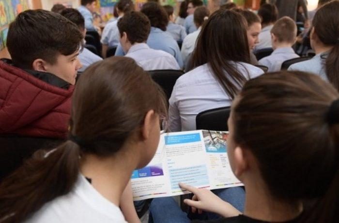 Operatorii economici pot solicita până la data de 23 noiembrie 2018 şcolarizarea elevilor în învăţământul dual şi profesional