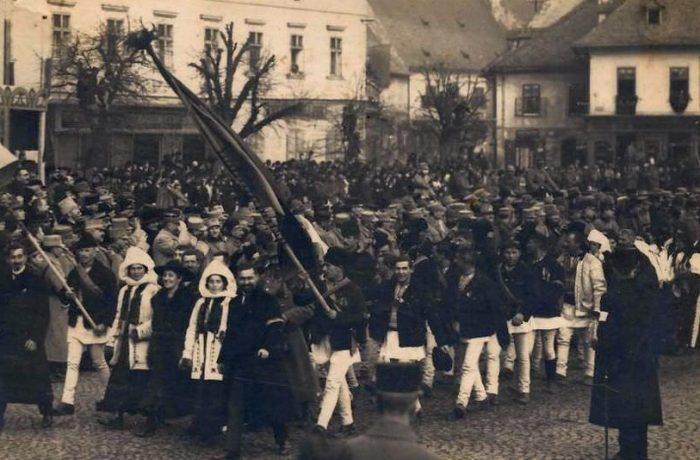 Maramureșenii refac în mod simbolic traseul înaintașilor lor, care au participat la Unirea de la 1 Decembrie 1918