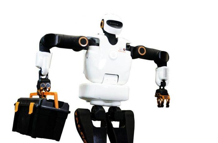 Robotul biped de 1 milion de dolari vine la București în martie