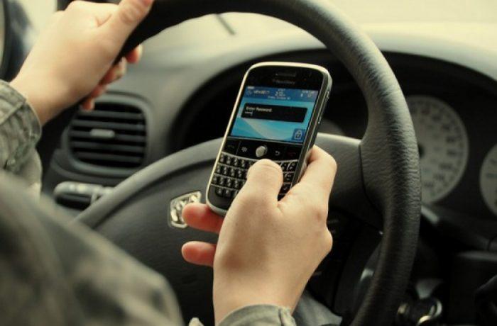MAI dorește interzicerea  folosirii telefoanelor, de către șoferii aflați în trafic