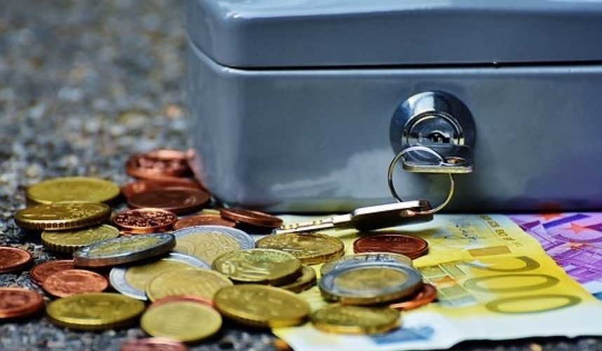 Ministrul Finanţelor cere populaţiei să-şi scoată banii din bănci şi să împrumute Guvernul