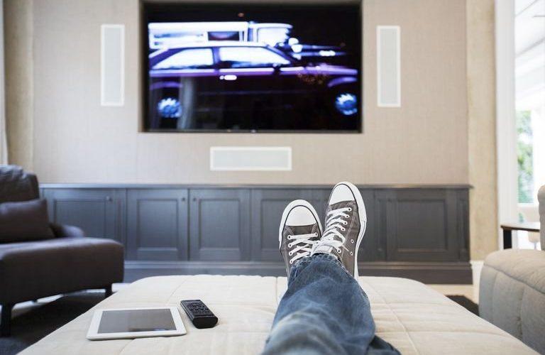 Pușcărie la domiciliu, cu supraveghere electronică