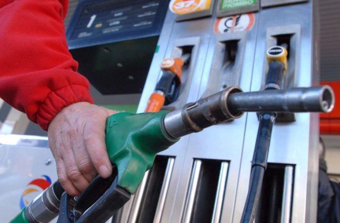 Preţul carburanţilor fără taxe în România, mai mare decât media Uniunii Europene