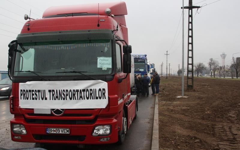 Transportatorii din toată țara protestează astăzi în fața Guvernului