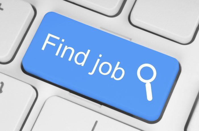Peste jumătate dintre angajaţii din România vor să îşi găsească un alt loc de muncă