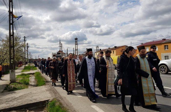Pelerinajul tinerilor pe jos de la Iclod la Mănăstirea Nicula