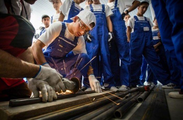 Ministrul Educației vrea mai puține clase de liceu și mai multe școli profesionale